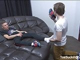 Twink Jerks Off While Getting His Feet Licked